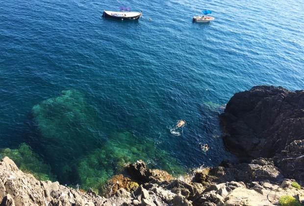 Cinque Manarola swimming