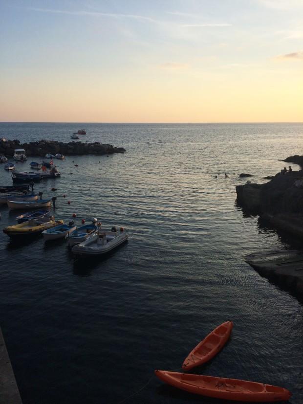 Cinque Riomaggiore dusk canoes