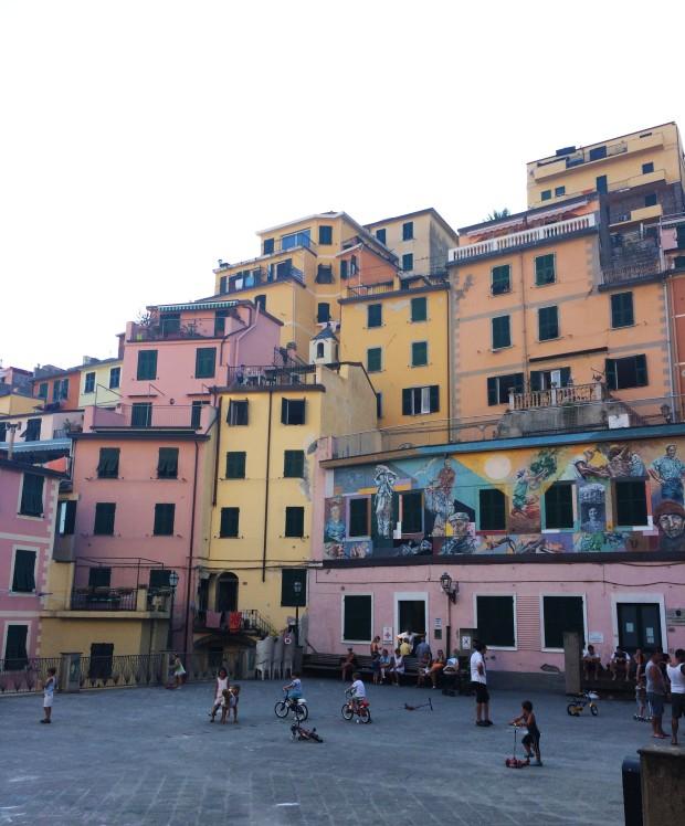 Cinque Riomaggiore kids playing
